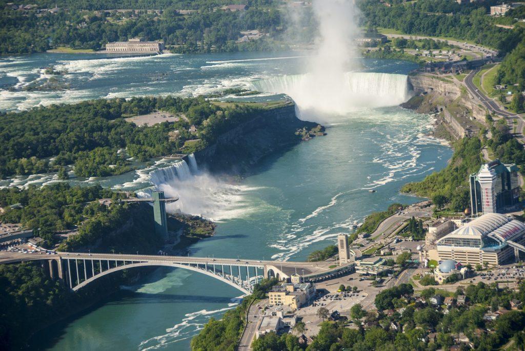 Les incontournaables chutes du Niagara (Ontario) au Canada.